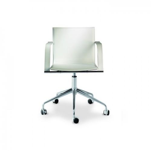 GALENA R ādas krēsls ar roku balstiem (uz riteņiem)
