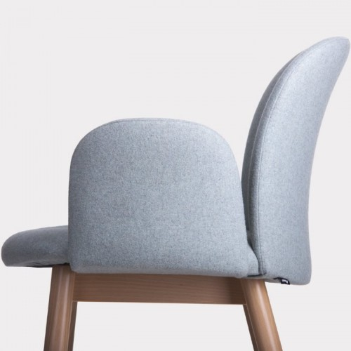 Krēsls ar roku balstiem APRIL